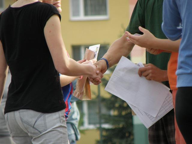 握手 仲間 協力