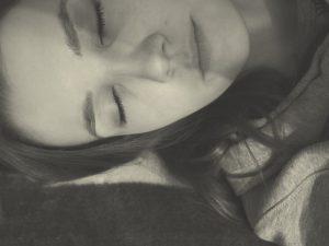 女性 寝顔